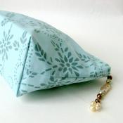 Small Retro Zipper Wash Bag